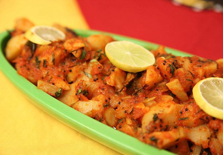 Lasooni Aloo: Indian Garlic Potato Curry