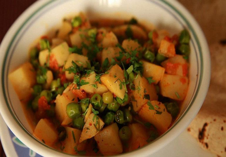 Peas And Potato Curry