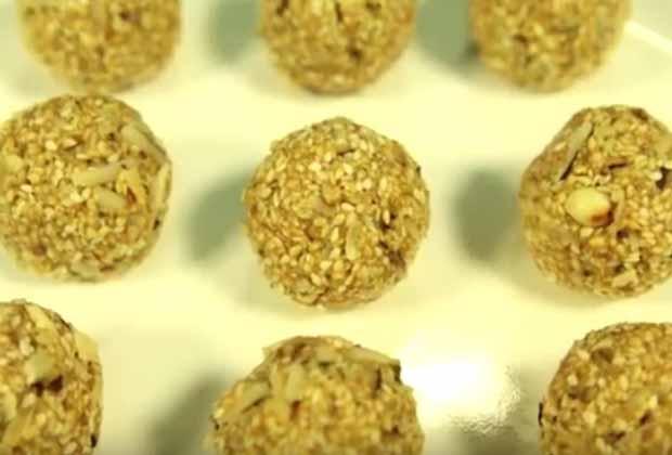 Tilache Ladoo (Sesame Seeds Balls)