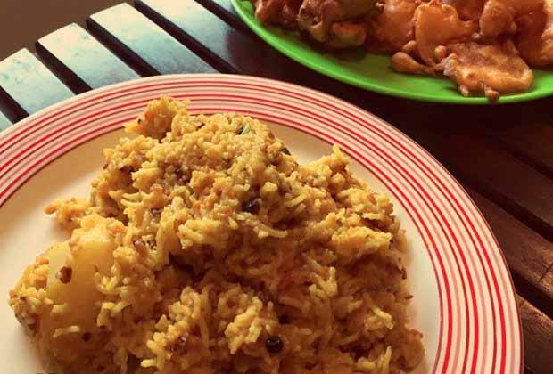 How to make a Bengali bhuno Khichudi in the rains