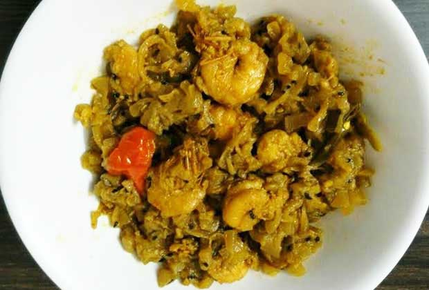 Cooking with bottle gourd: A Bengali Lau Chingri recipe