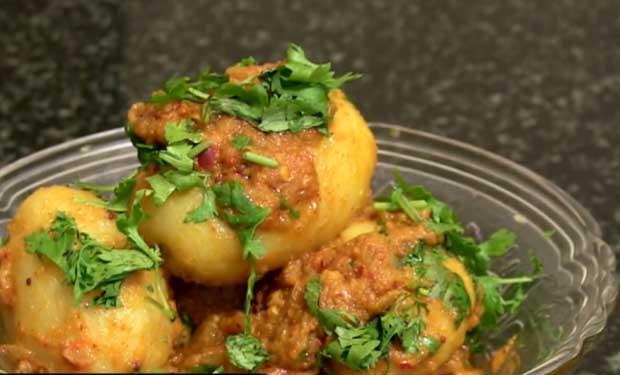Recipe: A Garlicky Potato Curry From Torals Pakhshala