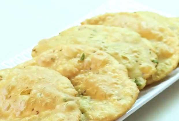 Recipe: Crispy Ajwain Puris