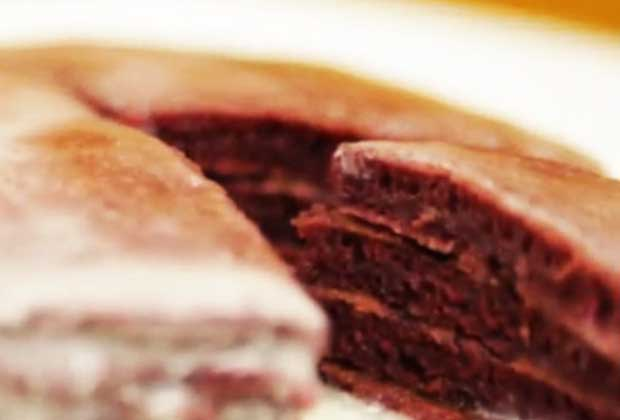 Recipe: Indulge In A New Year Breakfast With Red Velvet Pancakes