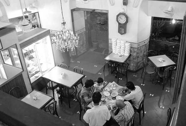 Mumbai Restaurants Where Food Meets History