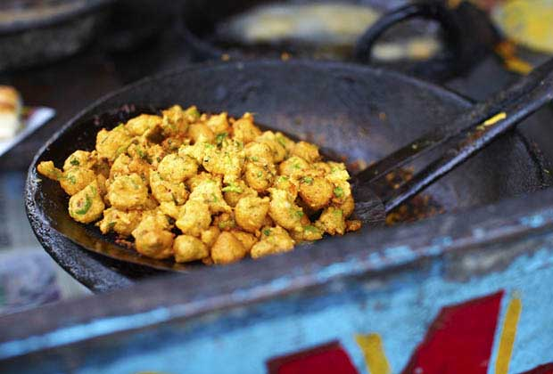 Recreating Mums Monsoon-Special Cocktail Pakoras In Mumbai