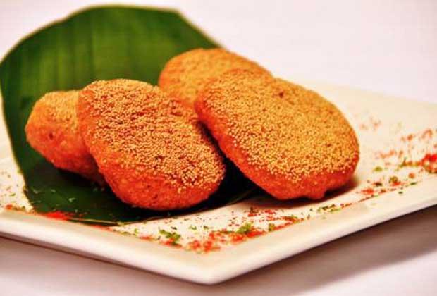 10 Fried Regional Snacks You Must Try In Mumbai