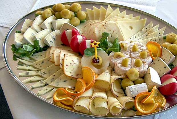 How To Put Together The Perfect Food Platter For Your Next House Party