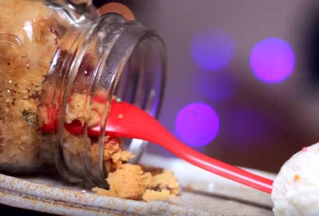 How To Make A Christmassy Plum Cake In A Mug