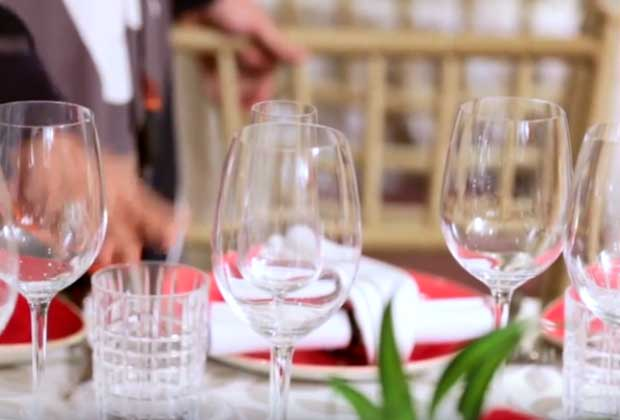 Party Essential: How To Arrange Wine Glasses On A Table