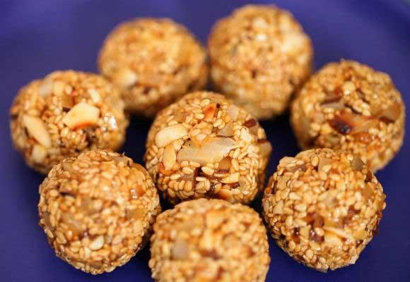 Sankranti Special: Til Ladoos (Sesame Seed Balls)