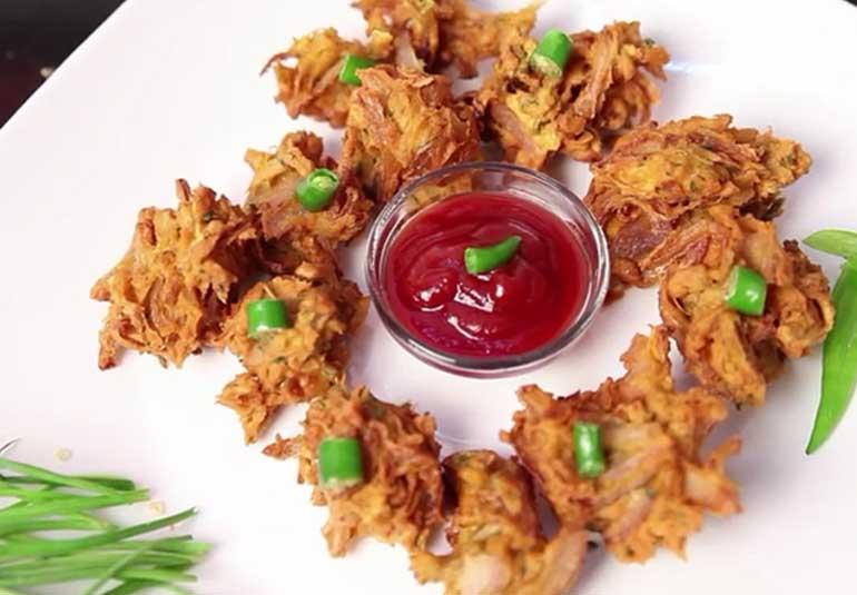 Kanda Bhajji (Onion Fritters)