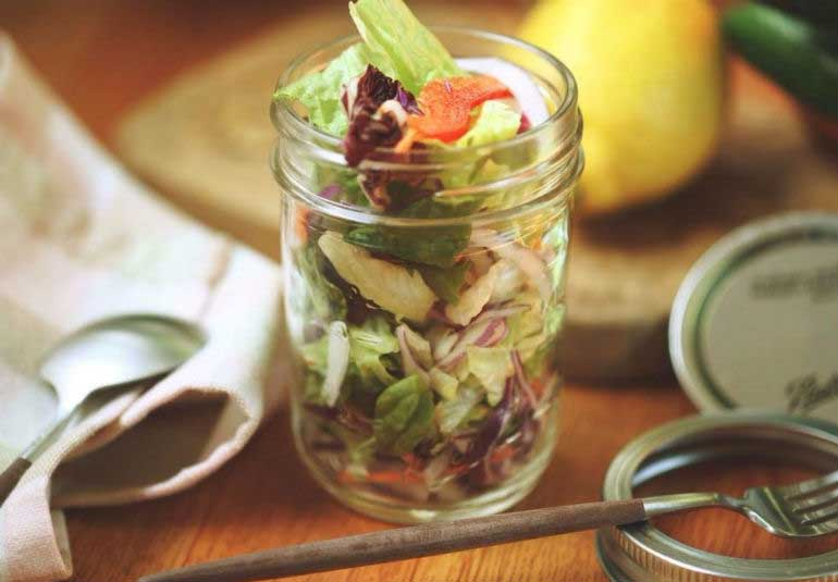 Food On The Go: 8 Easy Salad Jars For A Light Summery Meal
