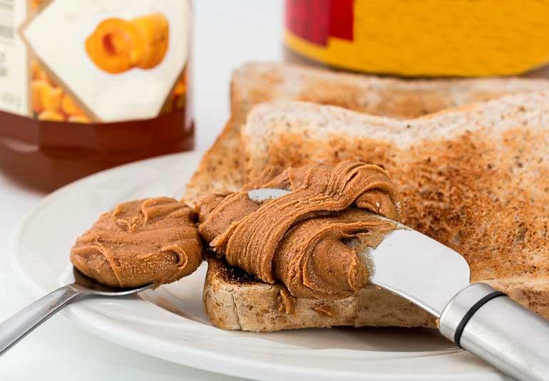 DIY Food: Crunchy Peanut Butter