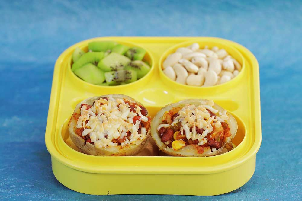 Stuffed potatoes with kidney beans