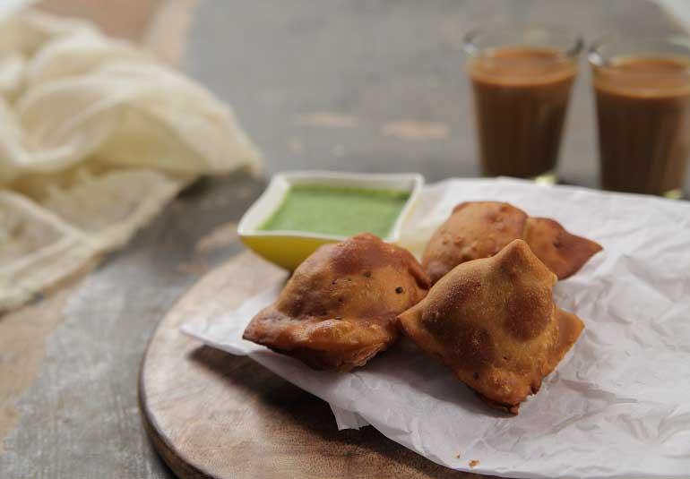 Hot and Crispy Samosa Recipe in Hindi