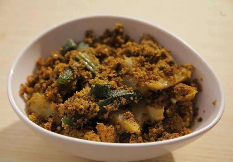 Aloo Bhindi Recipe in Marathi - Bhindi Batata Bhaji