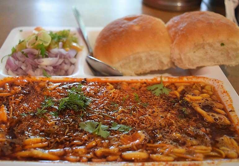 Top Budget Restaurants in Mumbai: Meals Under 500