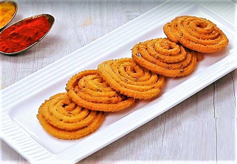 Crispy Cravings? Try This Rice Chakli Recipe