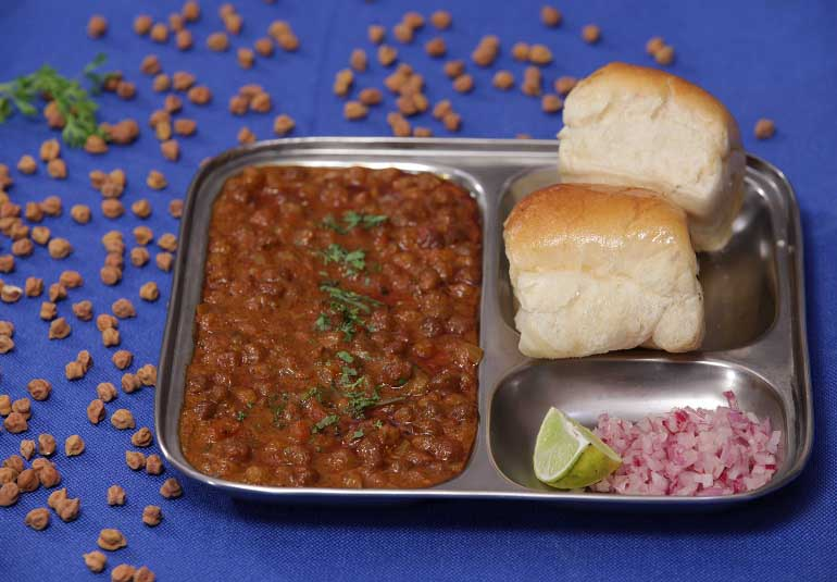 Malwani Chana Usal - Black Chickpea Curry Recipe