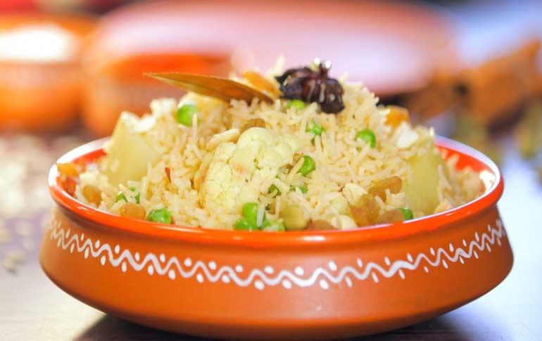 Aakhnirjoler Niramish Tehri Recipe By Ananya Banerjee